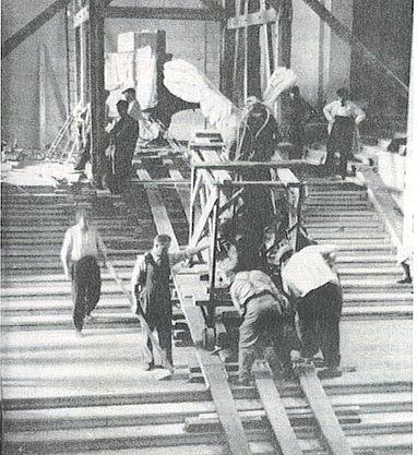 Nike_descending_staircase_3sept1939