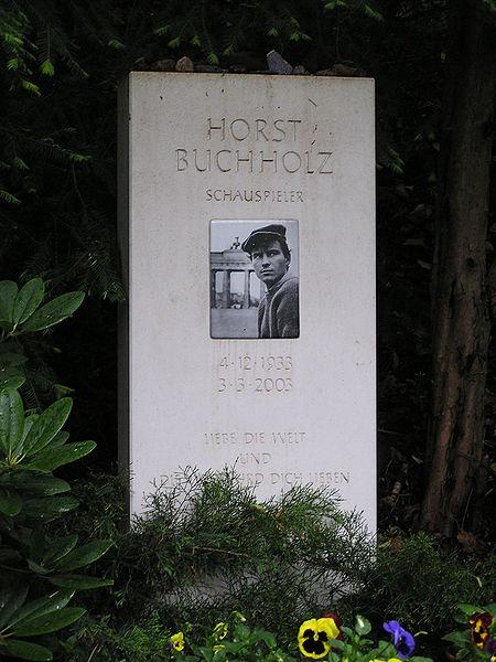 450px-Friedhof_Heerstr_Grabstein_Horst_Buchholz
