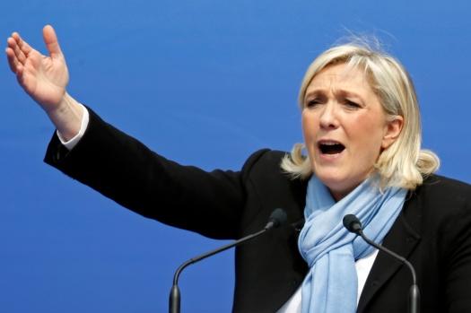 Accident-de-piscine-et-fracture-pour-Marine-Le-Pen