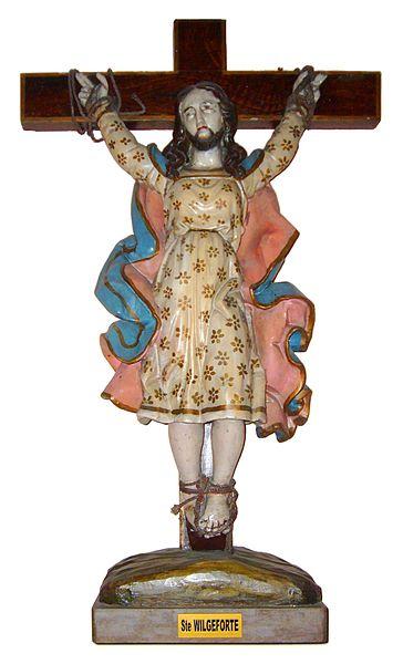 Estatua de San Wilgefortis en la Iglesia de San Nicolás , en Pas-de-Calais, cerca de Wissant, Francia