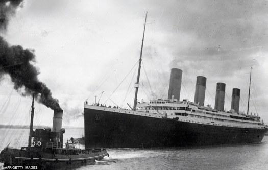 El Titanic dejando Southampton en su viaje inaugural malograda en 10 de abril 1912
