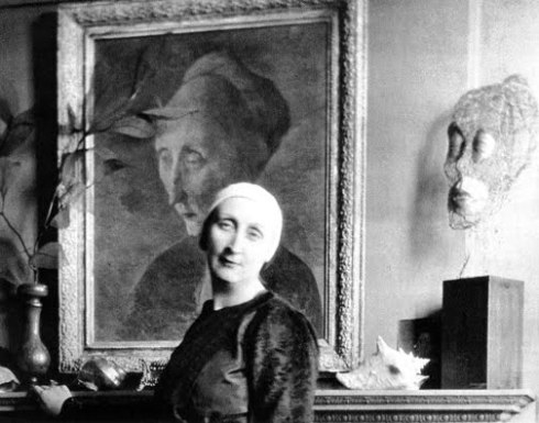 Edith In front of a Pavel Tchelitchew Portrait of her