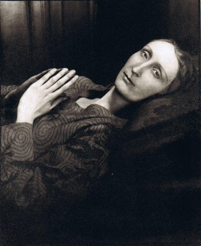 Philippe Halsman, Portrait of Edith Sitwell, 1937