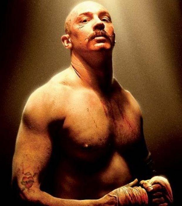 pour-le-film-bronson-tom-hardy-avait-pris-plusieurs-kilos-de-muscles_125362_w620