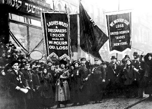 trabajadores marcharon en protesta después de que el 1911 Triangle Shirtwaist fuego.