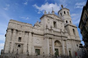 640px-Valladolid_-_Catedral