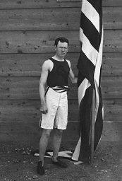 James_ConnollyJames Connolly portando la bandera de su país durante los Juegos Olímpicos de Atenas 1896.