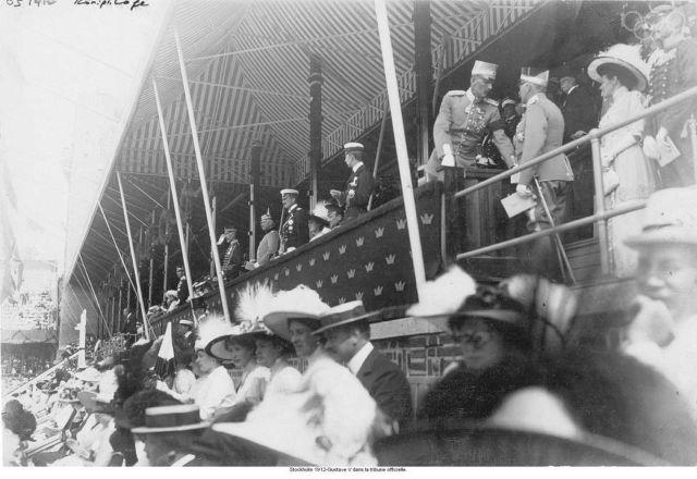 Estocolmo 1912-Gustaf V en el stand oficial.