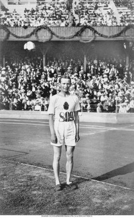 Estocolmo 1912 Kolehmainen Hannes (FIN) 1º en 5000 y 10000 m.