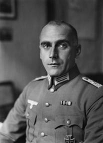 Hauptmann Wolfgang Fürstner Kommandant des olympischen Dorfes 33219-35