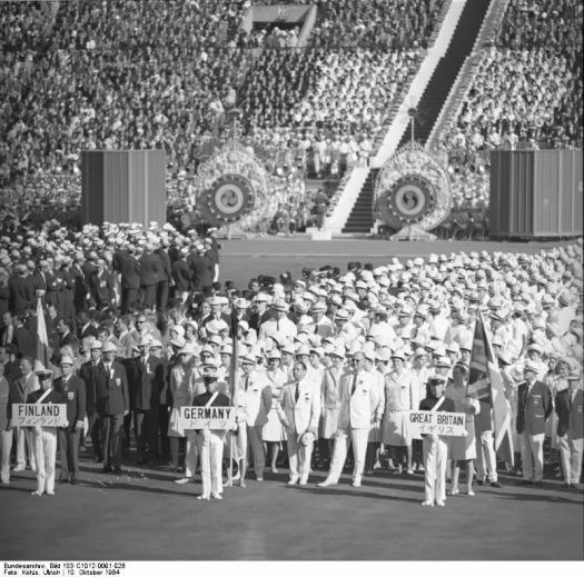 Bundesarchiv_Bild_183-C1012-0001-026,_Tokio,_XVIII._Olympiade,_Gesamtdeutsche_Mannschaft (1)