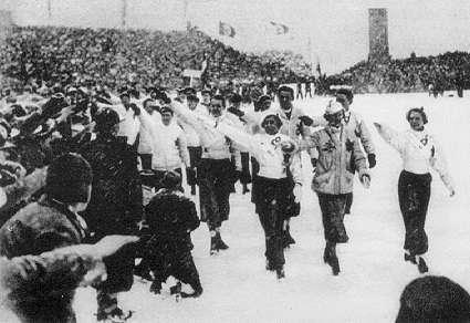 Equipo del Canada haciendo el saludo olimpico, Juegos Olimpicos de Invierno 1936.