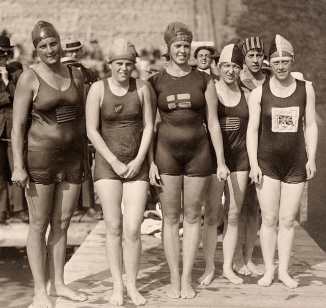 Ethelda_Bleibtrey,_Violet_Walrond,_Jane_Gylling,_Irene_Guest,_Frances_Schroth,_Constance_Jeans_1920
