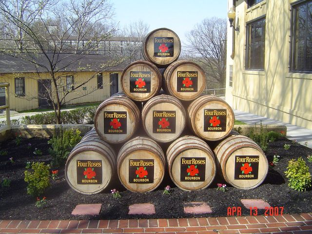 1280px-four_roses_facilies1