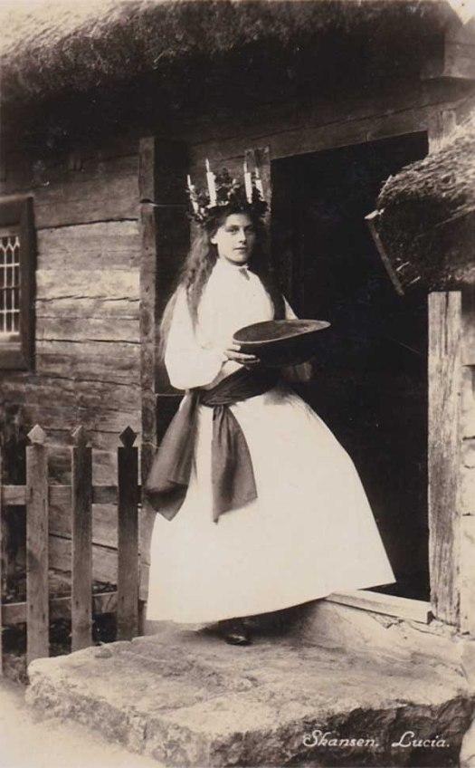 Esta parece ser la primera muchacha fotografiada celebrando el día de Santa Lucía en Suecia.