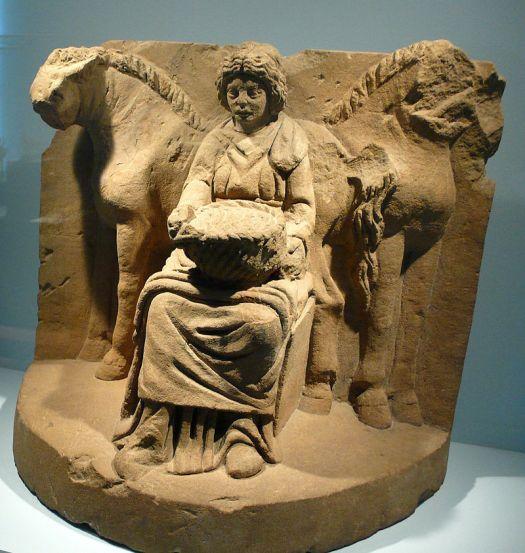 Epona representada junto a dos caballos (Alemania, c. 200 a. C.)