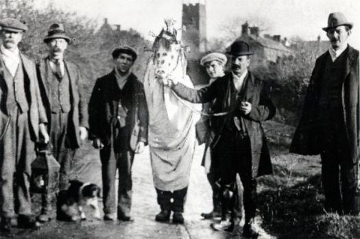 la-mari-lwyd-en-llangynwyd-maesteg-en-1919